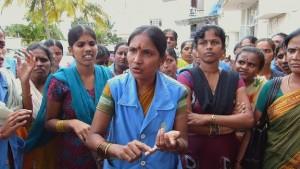 Trabajadoras en huelga en una fábrica textil al sur de la India / Foto: No Dust Films