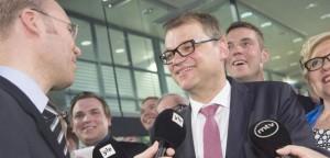 El líder del Partido de Centro, Juha Sipilä, celebra los resultados electorales en Helsinki, Finlandia