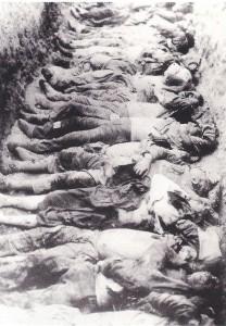 Fosa común de armenios a principios del siglo XX