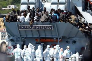 Un grupo de inmigrantes llega a las costas de Italia. EFE/Archivo