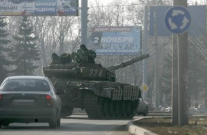 Tanque prorruso en las calles de Donetsk (EFE/ EPA/ Alexander Ermochenko).
