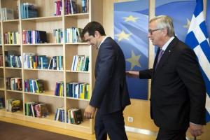El presidente de la Comisión Europea recibe al primer ministro griego Alexis Tsipras.  (JULIEN WARNAND/ EFE)