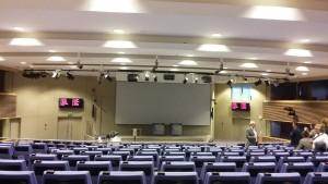Una imagen de la sala de prensa de la Comisión Europea vacía, donde todo lo que nos explicaron fue off the record / Núria Segura Insa