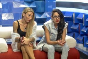 Paula y Lucía, en el confe (TELECINCO).