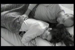 Omar y Lucía, durmiendo tranquilamente (TELECINCO)