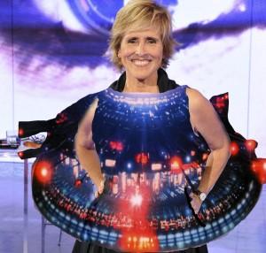Milá, con su discreto vestido de nave espacial.