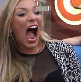 Paula, con la boca como para acojonar a Tiburón III.