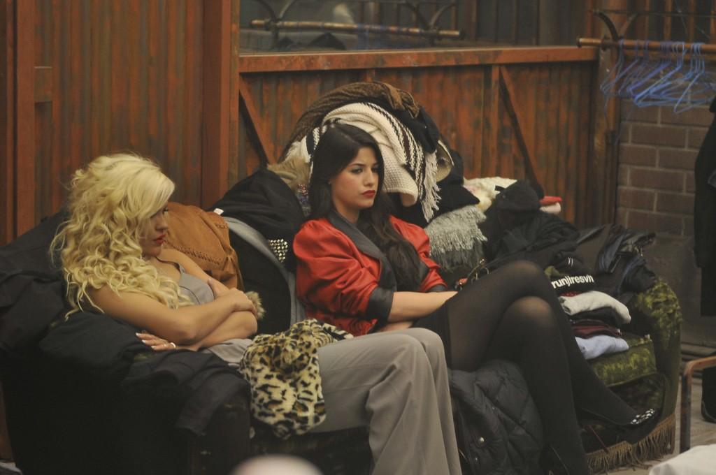 Ylenia y Ares, pensando en a saber qué (TELECINCO).