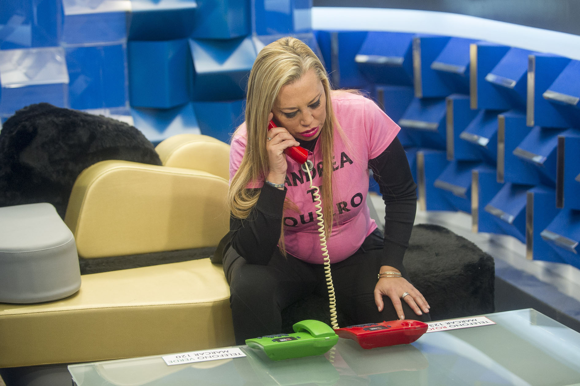 Telecinco se arruga ante bel n esteban tras hacer trampas for Telecinco fuera de espana