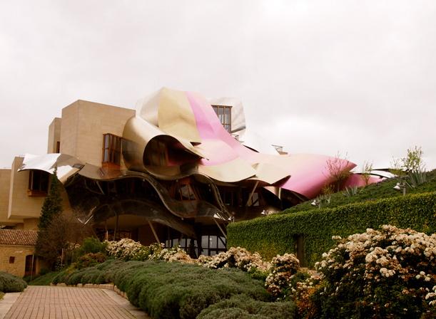 Bodega de Marqués de Riscal proyectada por el arquitecto Frank Gehry (Elciego, Álava)
