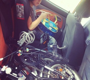 Volviendo del cole con Jaime y la bici plegable