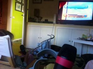 Karaoke de Disney desde el sofá.