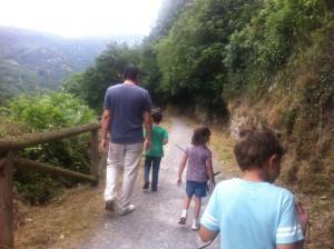 Por la senda verde. Hicimos un amigo de siete años en el camino.