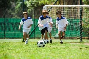 Niños jugando al fútbol (GTRES).
