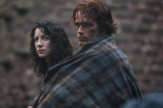 Los protagonistas de la serie 'Outlander'.