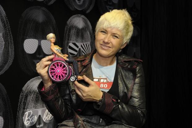 Gema Hassen Bey poniendo también a Barbie sobre ruedas (GTRES)