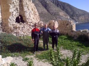 Inspección en el Castillo de Cala San Pedro con José Requena y Rodolfo Caparrós (concejales del PP y del PSOE de Níjar)