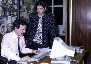 Concha García Campoy y Manuel Campo Vidal preparando entradillas del TD-1 de TVE en 1985
