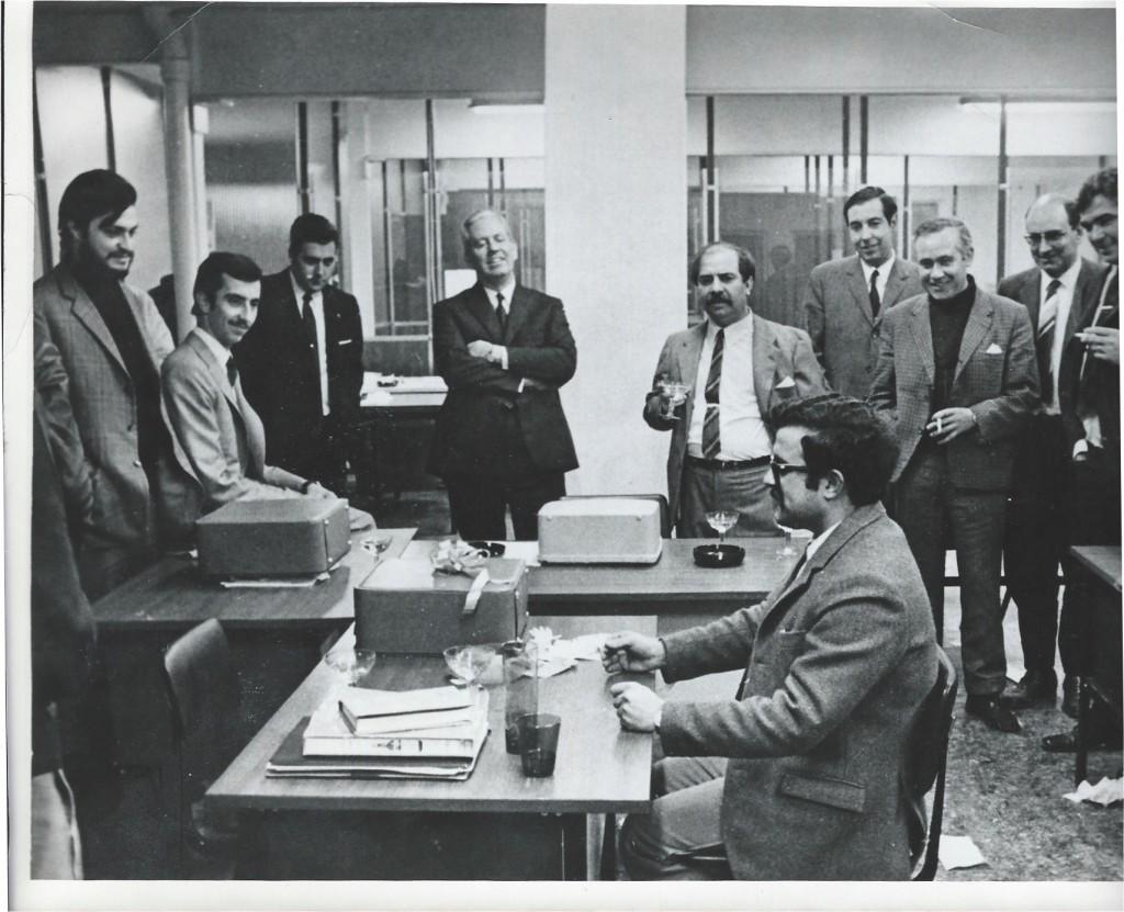 Ortuño imitando un discurso de Franco (en 1969) (Soy el primer barbudo por la izquierda, junto a Pablo Sebastián y Julio García Peri)
