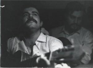 Ortuño y yo cantando en mi casa el dia que nos quedamos en paro: Cuando el español canta...