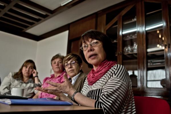 Imagen: María Eugenia Sánchez, directora de la Casa de la Mujer junto a víctimas y colaboradoras (c) Pablo Tosco / Oxfam