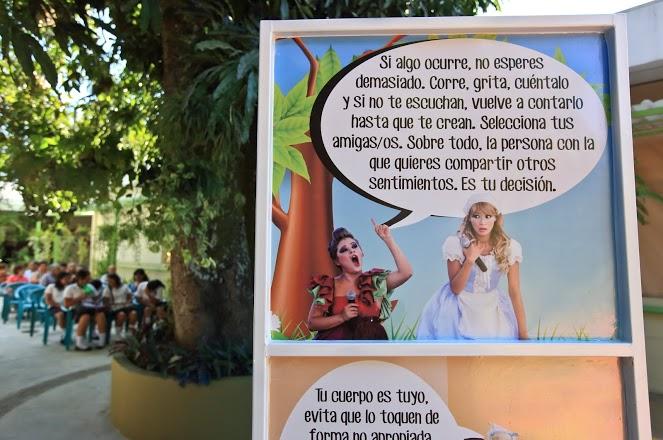 Panel de la Ruta del Arte promovida por Oxfam en El Salvador
