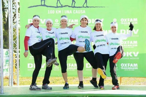 Miembros del equipo Aloges en un momento de la carrera: Mireia Triquell, Carme Colomo, Ester Mendoza, Xerta Puig, Arita Diaz, Nuria Siso. Imagen cedida por Carme Colomo.