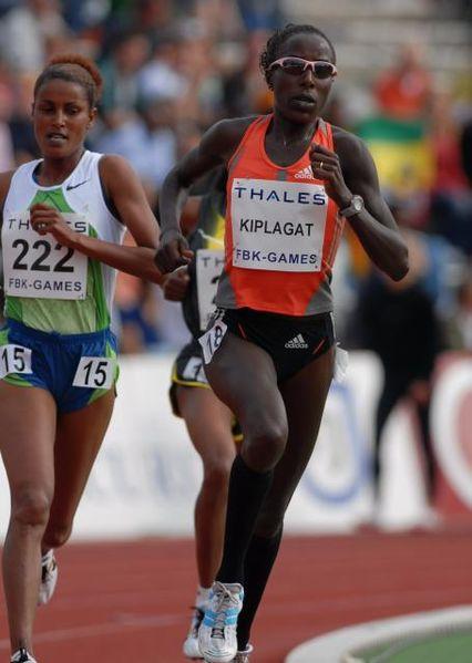 Pie de foto: La atleta Lornah Kiplagat en los FBK Games de Holanda en 2007. Imagen de Wikipedia.