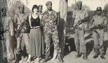 La británica Emma McCunne con su marido guerrillero, Riek Machar, en Sudán del Sur