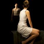 'Laura inventa, sueña espacios alternativos, lugares del placer culpable'. Imagen de 'Los restos de la noche'.