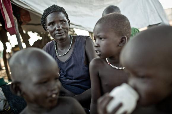 Una de las mujeres que conocí en Sudán del Sur: Diing Ajak tiene 44 años, desplazada en Mingkaman, tiene 10 hijos e hijas a su cargo.