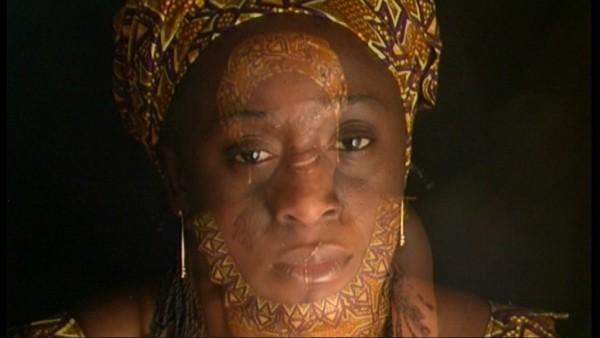 Caddy Adzouba, activista congoleña contra la violencia. Imagen de Ouka Lele.