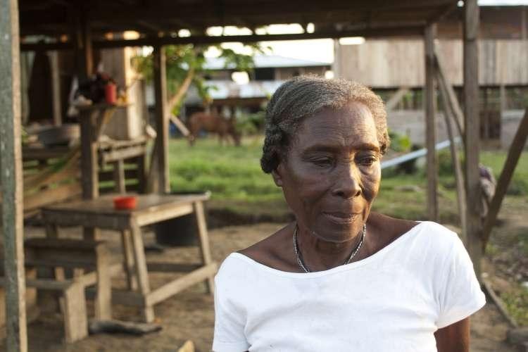 Ligia María Chaverra, 72 años, es una de las líderes de la comunidad de Curvaradó, en Chocó, una de las regiones más pobres de Colombia.  Ha sufrido amenazas por reclamar sus tierras, pero ella y sus hijos siguen firmes. Imagen: Inspiraction