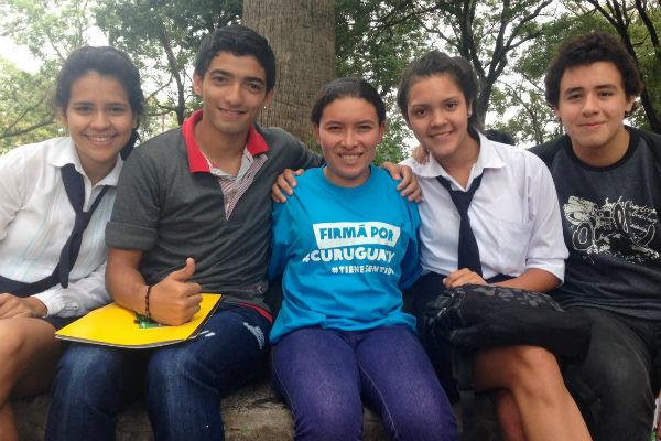 Ramona con otros jóvenes paraguayos. Imagen: Susana Arroyo / Oxfam Intermón
