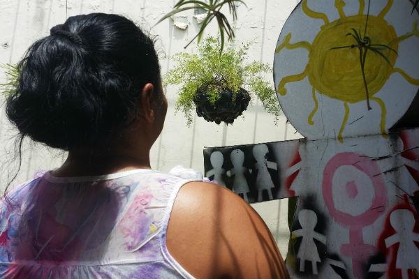 La prohibición total del aborto en El Salvador obliga a mujeres y niñas a arresgar su vida en secreto y condena a otras a décadas de prisión. © Amnistía Internacional