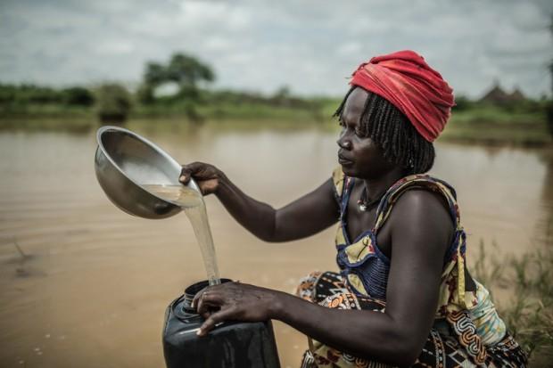 Muchas mujeres en el mundo ven morir a sus hijos por no poderles dar agua limpia. (c) Pablo Tosco / Oxfam Intermón