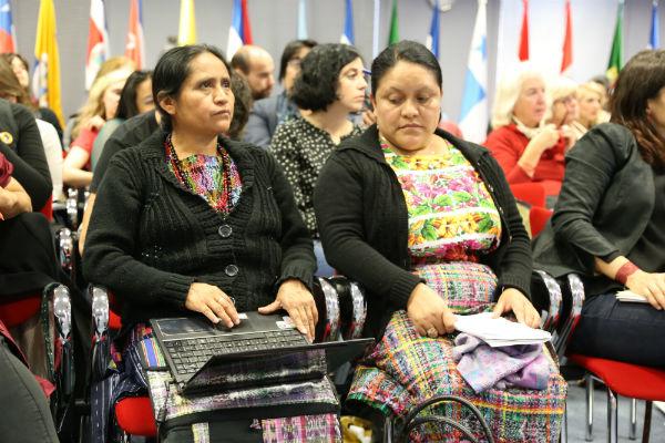 María Morales y Edna Calí en el II Seminario Internacional Violencia contra las Mujeres organizado por AIETI, Alianza por la Solidaridad y Oxfam Intermón, entre otros (Madrid, 14 octubre 2014). (C) Ana Sara Lafuente / Oxfam Intermón