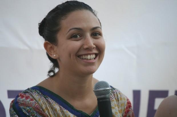 Yara ha sido encarcelada por defender los Derechos Humanos. #SendLoveEgyptWomen. Imagen: thefeministwire.com