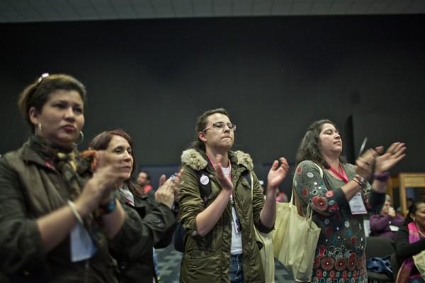Desde Oxfam Intermón promovemos la participación de las mujeres en la política. En la foto, asistentes al Congreso Mujeres y Paz de Colombia de 2013, donde se pedía más presencia de mujeres en las negociaciones de paz. (c) Pablo Tosco / Oxfam Intermón.