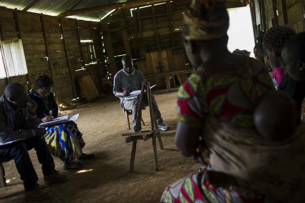 Un grupo de mujeres comparte sus preocupaciones sobre la seguridad en un grupo focal. Imagen de Oxfam.
