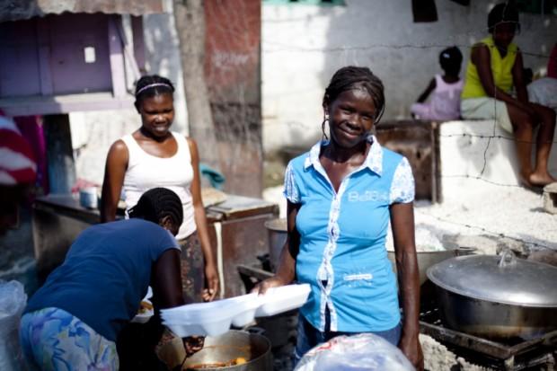 Figaro Alourdes ha puesto en marcha un comedor en Puerto Príncipe- Haití- para salir adelante tras el terremoto de 2010. Imagen: Inspiraction