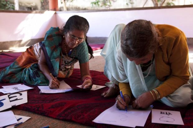 Con apoyo de Strong Woman Alone (SWA) grupos de mujeres en India mejoran sus capacidades y gestionan sus pequeños negocios de forma autónoma. Imagen: Inspiraction.
