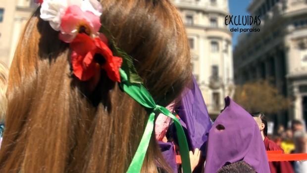 Flores y capuchas. Imagen del documental 'Excluidas del paraíso'.