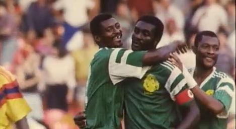 Los jugadores de Camerún, celebrando una de sus victorias en Italia 90 (YOUTUBE).