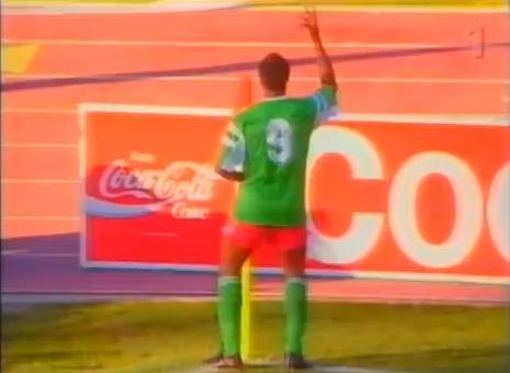Así celebró Milla su segundo gol ante Colombia en octavos de final (YOUTUBE).