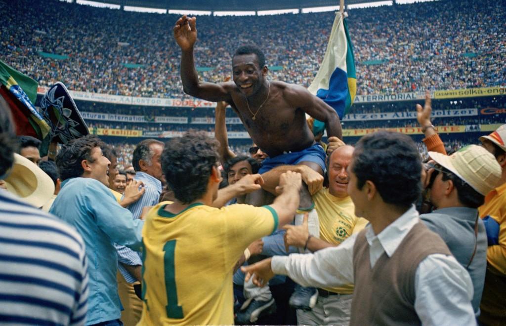 Otra imagen de Pelé tras la final del 70 (Archivo 20minutos).