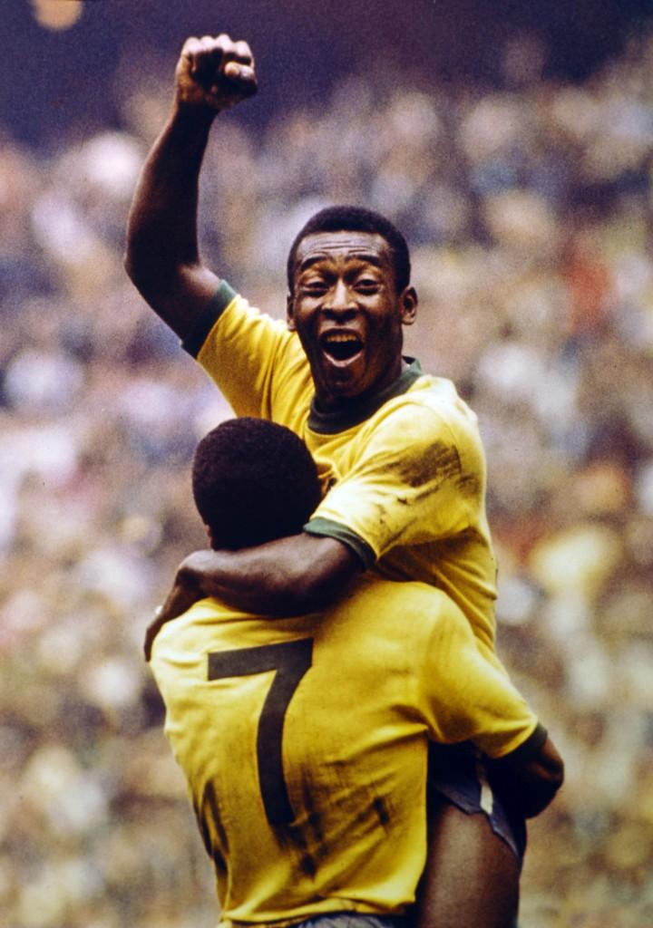 Pelé, abrazado a su compañero Jairzinho tras ganar el Mundial de 1970 (GTRES).