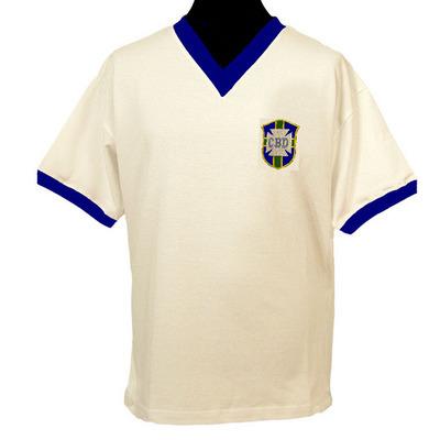 42e54a2665 Camisetas para la historia. Brasil 1950 blanca o por qué visten de ...