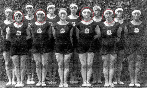 Turnerinnen_der_niederländischen_Goldriege_von_1928