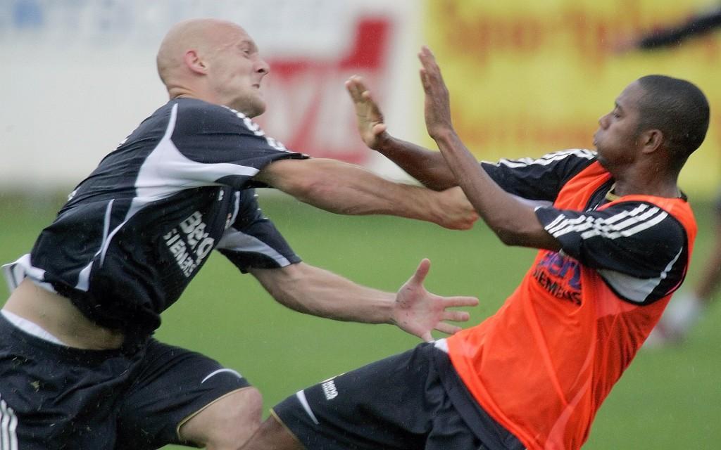 Imagen de la pelea entre Gravesen y Robinho en 2006 (Archivo 20Minutos)